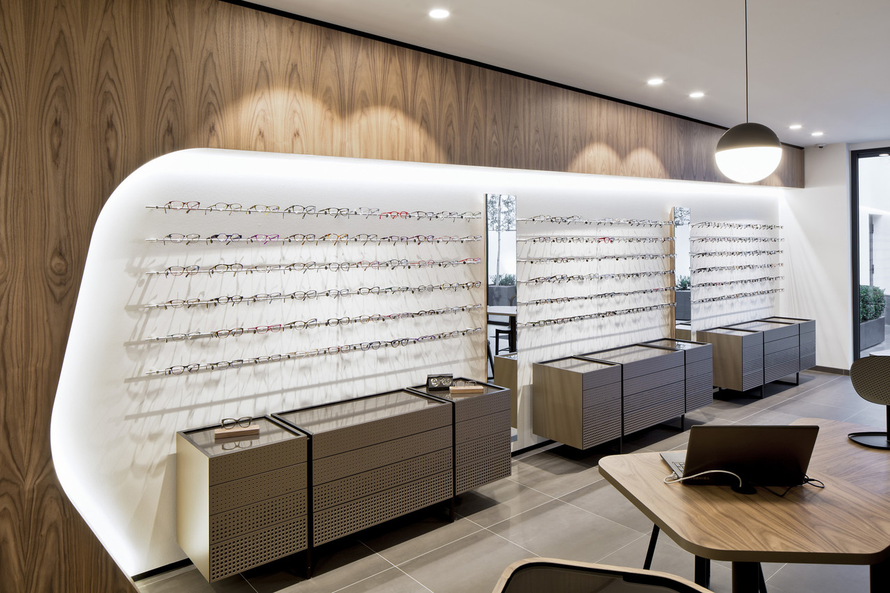 Van gorp store interior work pinkeye designstudio for Optical store designs interior
