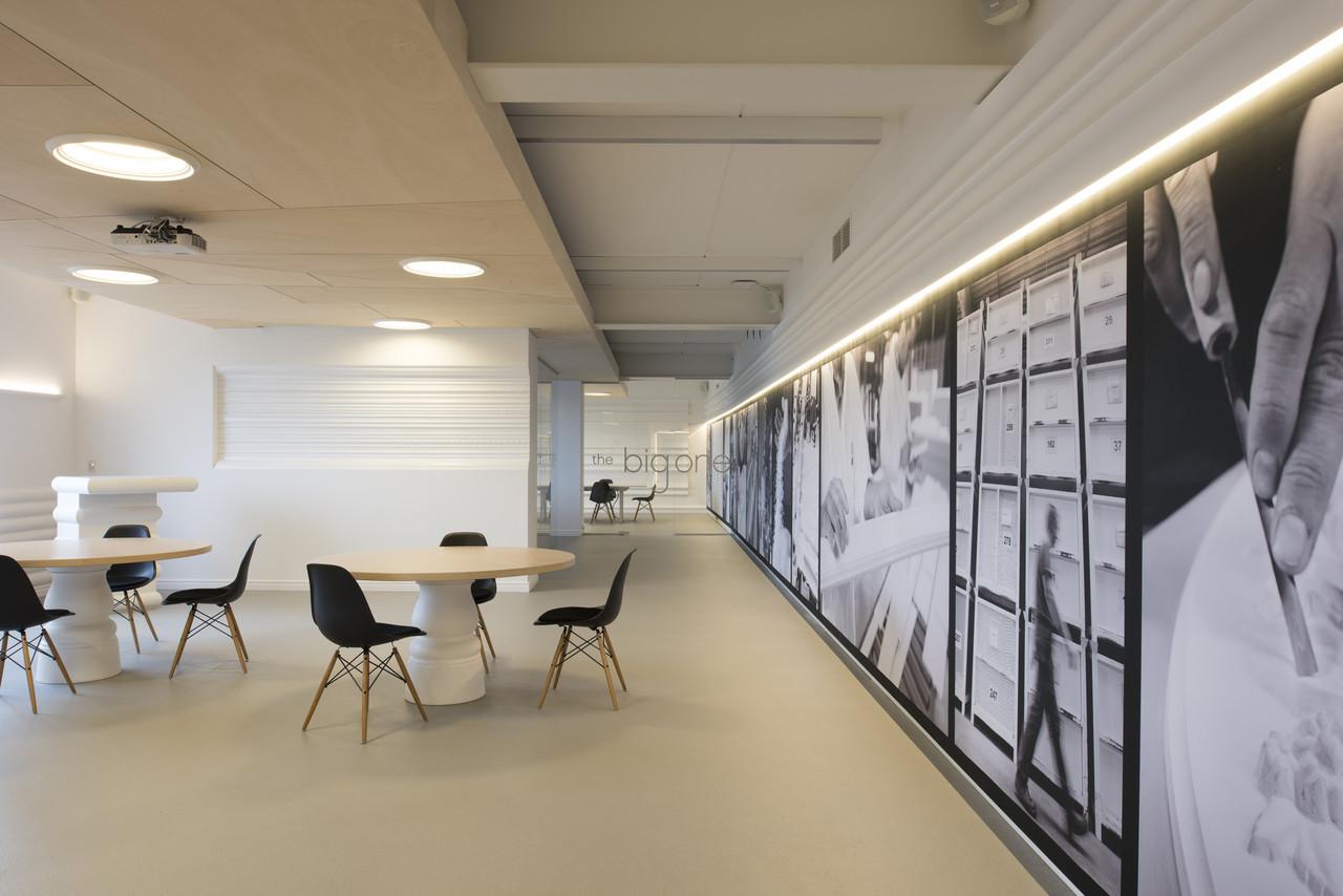 Repeindre Un Meuble En Bois Sans Le Poncer : ORAC Showroom  Work  Pinkeye designstudio #pinkeyedesign