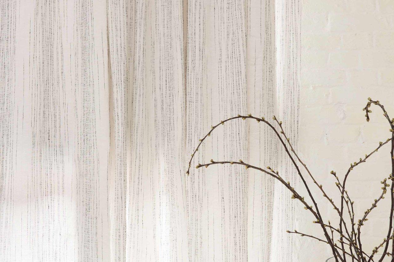 ISUKA YP17001 100% linnen, kleur : off white of naturel, 285 cm hoog, € 179,- p.mtr